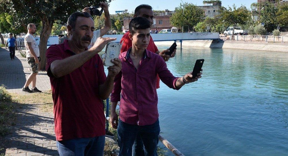 Adana, kanaldaki cesedi görüntüleyip sosyal medyada paylaştılar