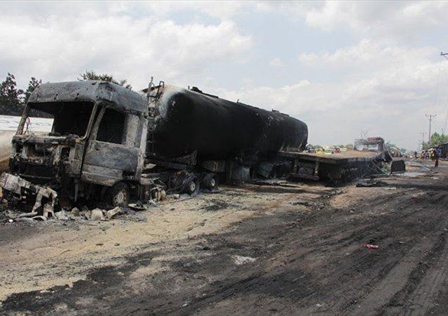 Kongo'da yakıt tankeri ile kamyon çarpıştı: 50 ölü