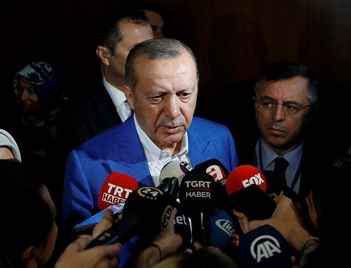 Cumhurbaşkanı Erdoğan, program sonrası basın mensuplarına açıklamalarda bulundu.