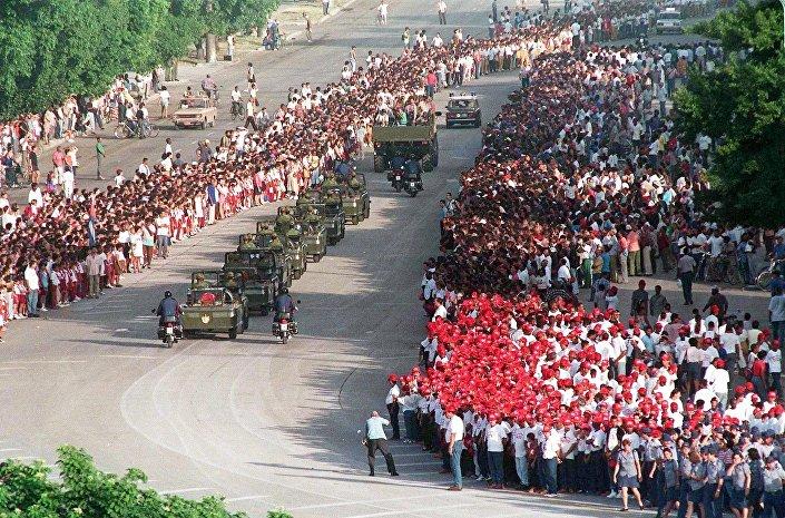 Che'nin 30 yıl sonra Küba'da düzenlenen cenaze töreni
