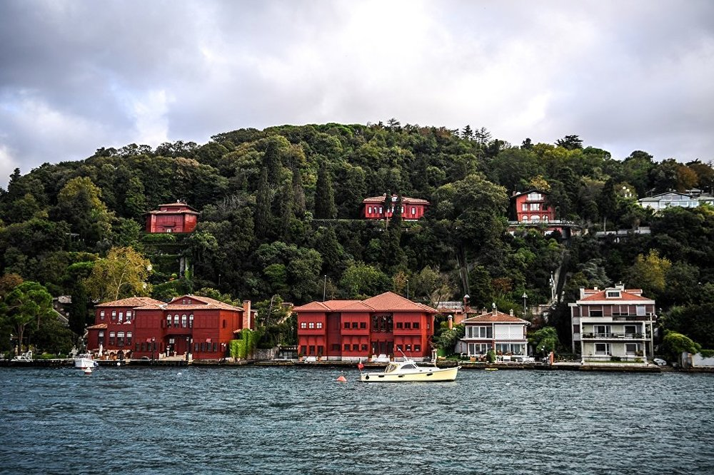 İstanbul Boğazı'na bakan yalılar