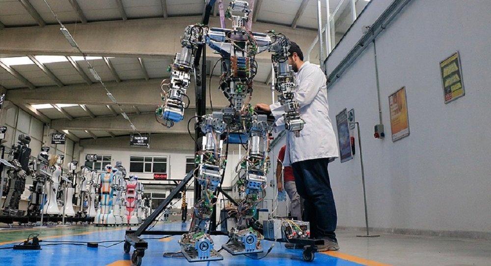 Adım atan robot 'Akıncı-4'