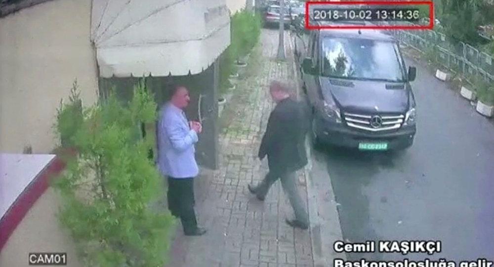 Cemal Kaşıkçı'yı Suudi Arabistan İstanbul Başkonsolosluğu'na girerken gösteren güvenlik kamerası kaydı, ilkin TRT World ve Washington Post tarafından yayımlandı.