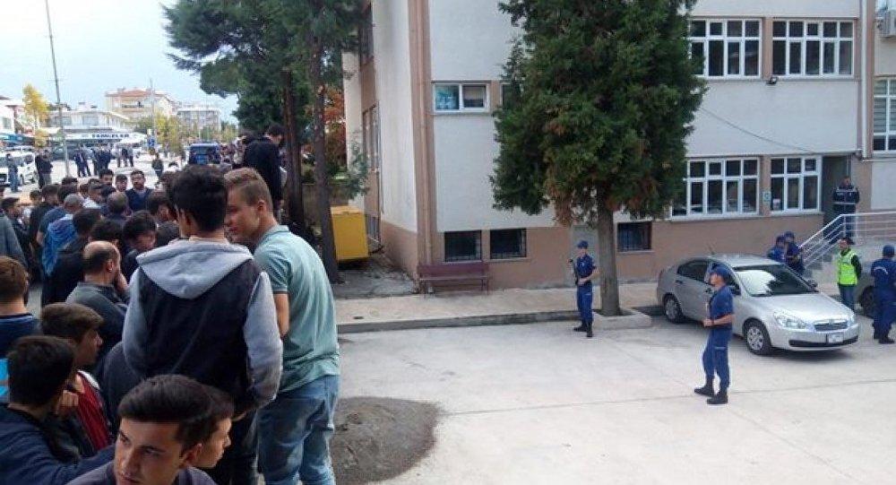Denizli'de '14 yaşındaki kız çocuğuna cinsel istismar' iddiası: 5 gözaltı