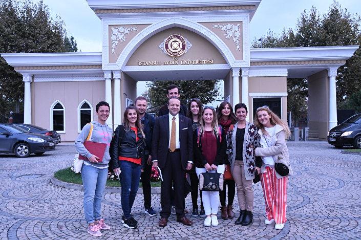 Avrupa Birliği ve Devlet Eski Bakanı Egemen Bağış ve İstanbul Aydın Üniversitesi öğrencileri