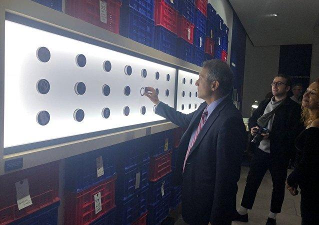 Türkiye'nin Londra Büyükelçisi Ümit Yalçın Bir Kazı Hikayesi: Çatalhöyük sergisini gezdi