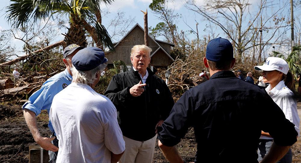 Küresel ısınmaya insan faaliyetlerinin neden olduğuna şüpheyle yaklaşan Donald Trump, Michael Kasırgası'nın yerle yeksan ettiği Florida sahillerinde afetzedelerle buluştu.