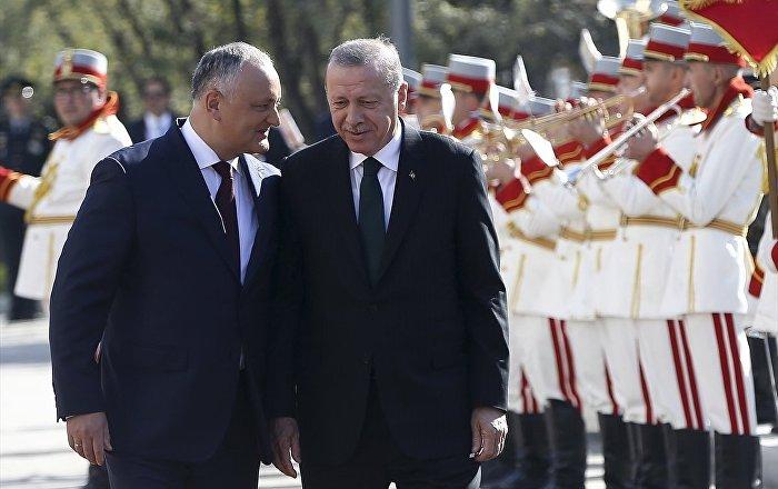 Erdoğan, Moldova'da resmi törenle karşılandı