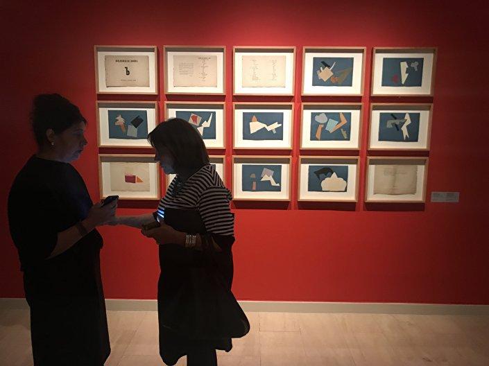 """Rus Avangardı'nın sanat ve tasarımını 500'den fazla eserle temsil eden kapsamlı """"Rus Avangardı. Sanat ve Tasarımla Geleceği Düşlemek"""" sergisinde görülebilir."""