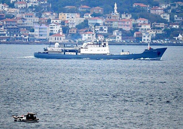 Rus donanmasına ait RFS Kildin isimli askeri destroyer gemi, Çanakkale Boğazı'ndan geçti.