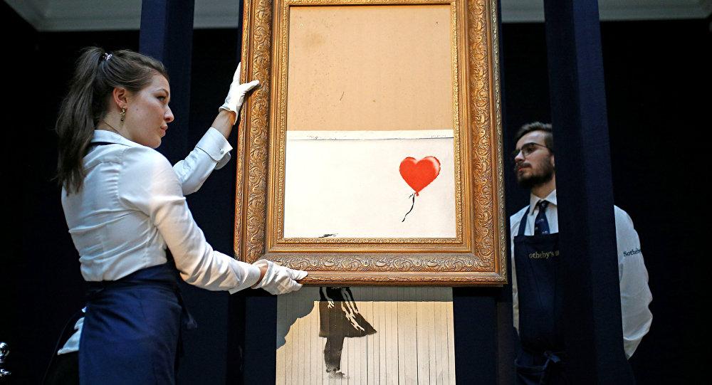 Satışı esnasında kendini doğradıktan sonra adı 'Çöpteki Aşk' a çevrilen 'Balonlu Kız' adlı Banksy eseri