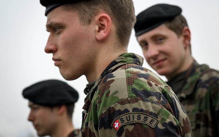 İsviçre'de tepki çeken askeri eğitim: Acemi askeri taşladılar