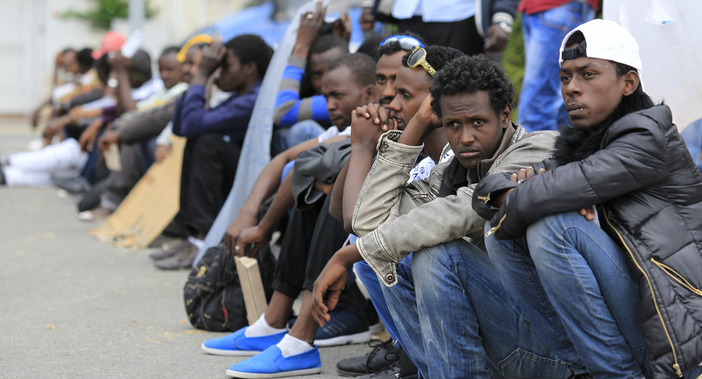 Migrants wait at the border between Italy and France in the city of Vintimiglia on June, 12, 2015