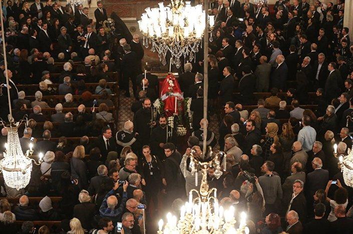 Beyoğlu Üç Horan Ermeni Kilisesi'ndeki ayini, Türkiye Ermenileri Patrikliği Patrik Vekili Aram Ateşyan yönetti. Törende, Cumhurbaşkanı Recep Tayyip Erdoğan'ın Ara Güler'in vefatı dolayısıyla yayımladığı mesaj da okundu.