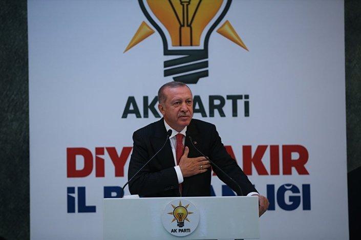 Türkiye Cumhurbaşkanı Recep Tayyip Erdoğan, AK Parti Diyarbakır İl Başkanlığının teşkilat yemeğine katılarak konuşma yaptı.
