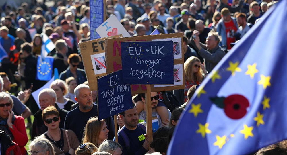 Londra'da Brexit karşıtı yürüyüşü yarım milyondan fazla kişi katıldı