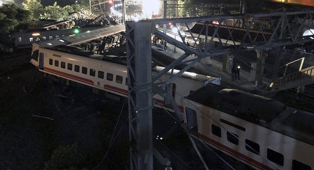 Tayvanda yolcu treni raydan çıktı: 17 ölü, 132 yaralı 46