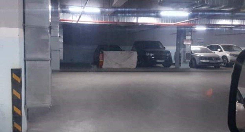 Aracın, Başkonsolosluk'ta görevli Türk sürücü tarafından, Kaşıkçı'nın kaybolmasından birkaç gün sonra otoparka bırakıldığı belirtildi.