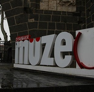 'Puta benziyor, günahtır' diyerek kırılan müzenin logosunu