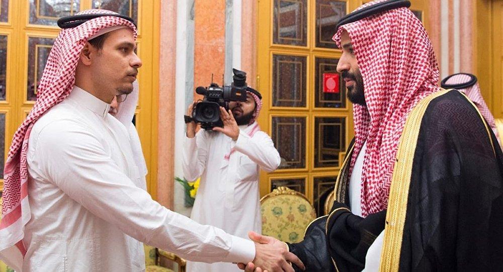 Suikastla ilgili tüm şüphe oklarının yöneldiği Veliaht Prens MbS ile Kaşıkçı'nın oğlu Salah, birbirlerinin gözlerinin içine bakarak el sıkıştı.