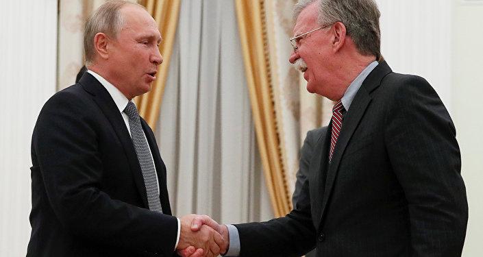 Trump'ın INF'den çekilme açıklaması sonrası Kremlin'de Putin-Bolton görüşmesi