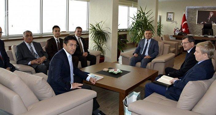 Rektorluk makamında Çanakkale Onsekiz Mart Üniversitesi ve Rus heyeti ile görüşmesi.
