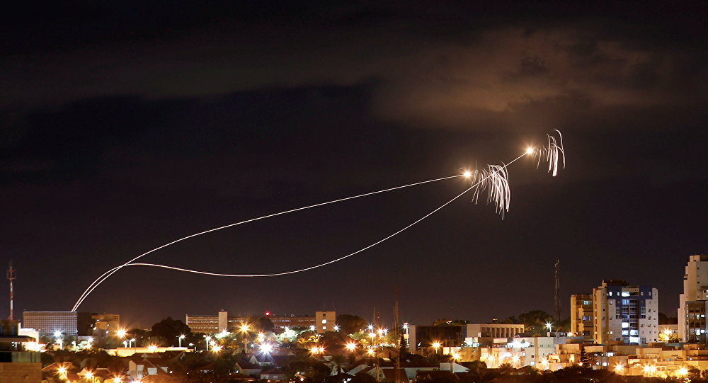 İsrail'in 'Demir Kubbe' hava savunma sistemi, Gazze'den atıldığı ileri sürülen roketlere karşı harekete geçti