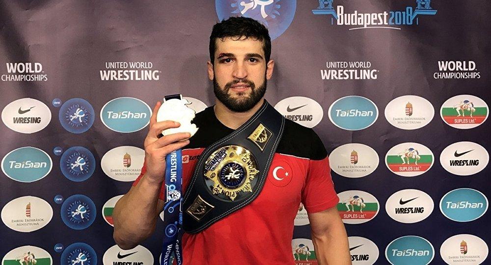 Dünya Güreş Şampiyonası'nda Metehan Başar'dan altın madalya