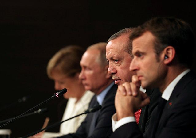 Rusya Devlet Başkanı Vladimir Putin, Cumhurbaşkanı Recep Tayyip Erdoğan, Almanya Başbakanı Angela Merkel ve Fransa Cumhurbaşkanı Emmanuel Macron