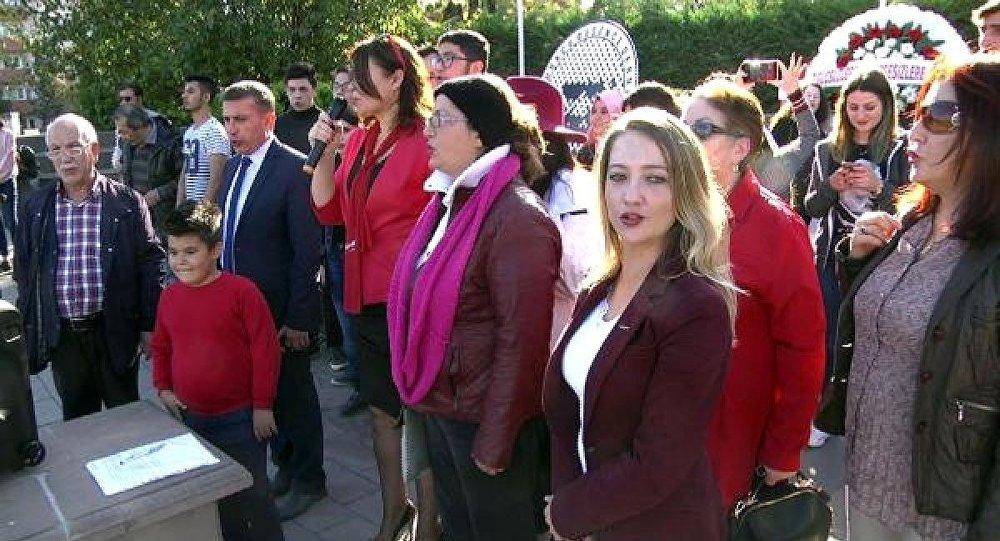 Bolu'daki 29 Ekim kutlamasında Cumhuriyet Kadınları Derneği Bolu Şube Başkanı Güllü Yaman tarafından 'Andımız' yanlış okundu.