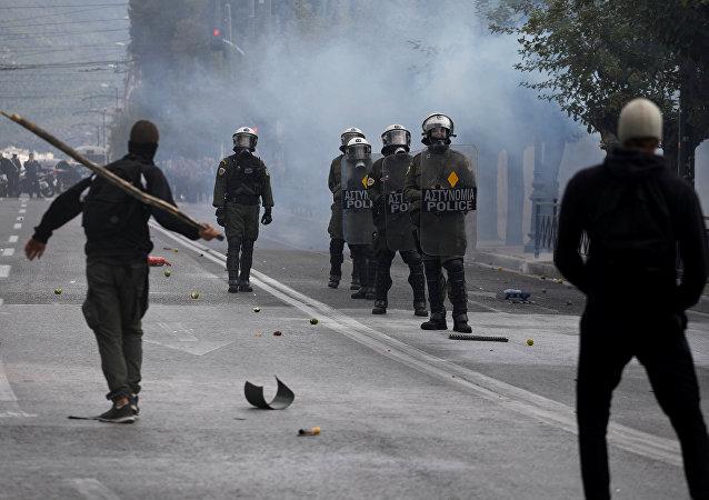 Yunanistan'da lise öğrencileri ile polis arasında çatışma