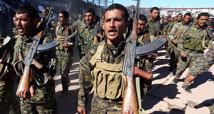ABD destekli, YPG öncülüğündeki Demokratik Suriye Güçleri (DSG), 27 Ekim 2018'de Rakka'nın IŞİD'den kurtarılmasının birinci yıldönümünü kutladı.