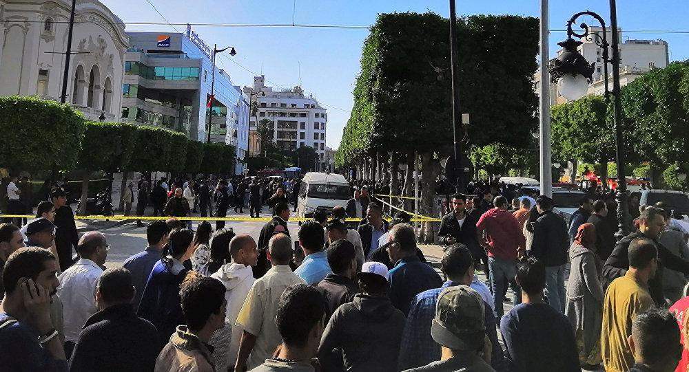 Tunus'ta bir kadın üzerindeki bombayı infilak ettirdi
