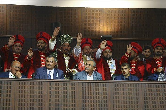 Toplantıyı, Samsun'dan gelen Roman dernekleri temsilcileri de izledi.