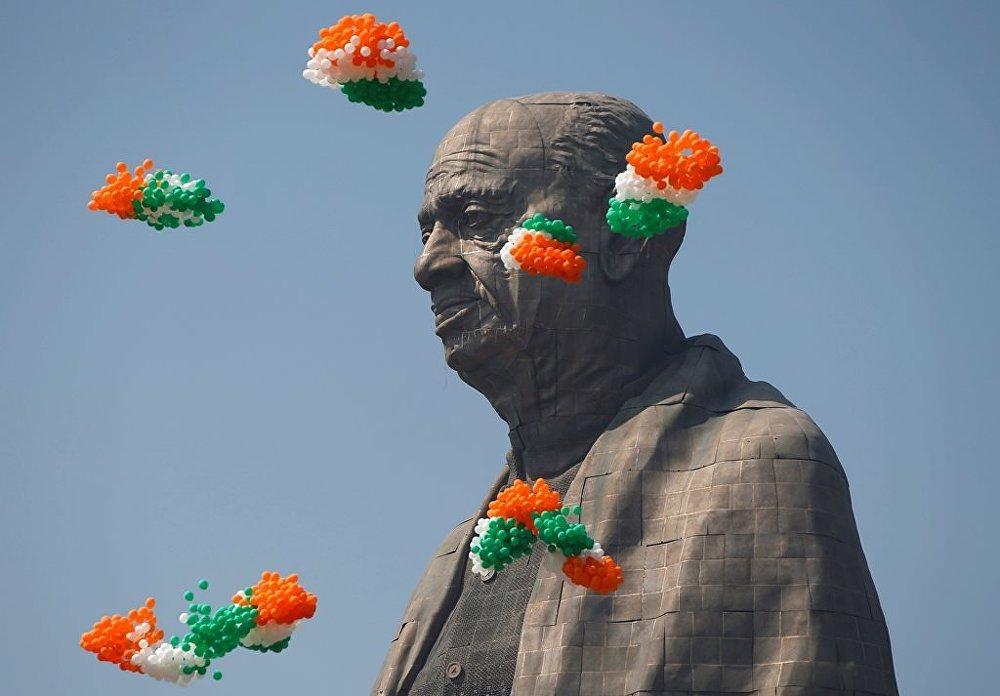 Dünyanın en uzun heykellerinden biri Hindistan'da bağımsızlık lideri Sardar Vallabbhai Patel heykeli