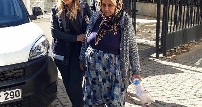 Aydın'da da uyuşturucu hap kullandıkları öne sürülen 3 üniversite öğrencisinden 1'inin ölmesi, diğer 2'sinin ise hastanelik olmasının ardından başlatılan soruşturmada, uyuşturucuyu sattığı iddiasıyla Sevilay Akkalay (57) ile torunu D.D. (17) gözaltına alındı.