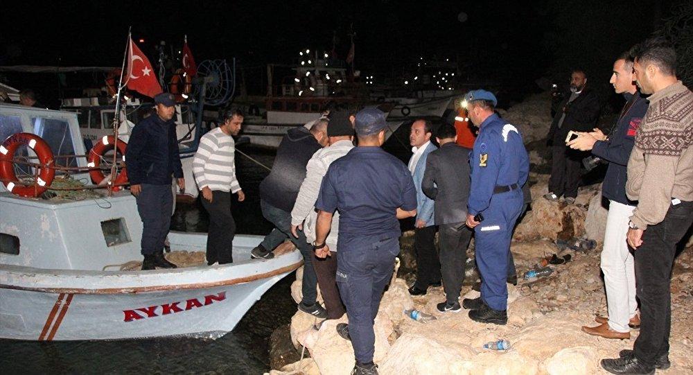 Mersin'in Erdemli ilçesi açıklarında sığınmacıları taşıyan tekne battı