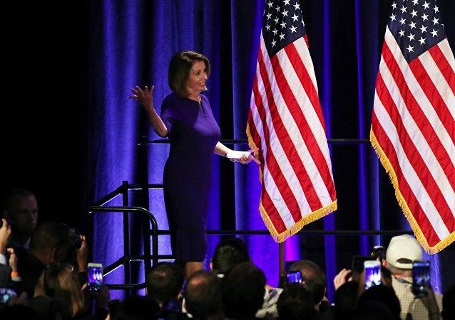 Nitekim Kaliforniya eyaletinden Temsilciler Meclisi'ne tekrar seçilen ve Temsilciler Meclisi'nin mevcut azınlık lideri Demokrat Nancy Pelosi, Washington'da Demokratların zaferini ilan etti. Yarın Amerika'da yeni bir gün olacak diyen Pelosi, Bu, Demokrat ve Cumhuriyetçi meselesi değil ABD'de Trump yönetimine karşı Anayasayı tekrar yerine getirme meselesidir diye konuştu.