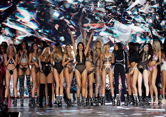 New York'taki Victoria's Secret Şovu'ndan bir kare.
