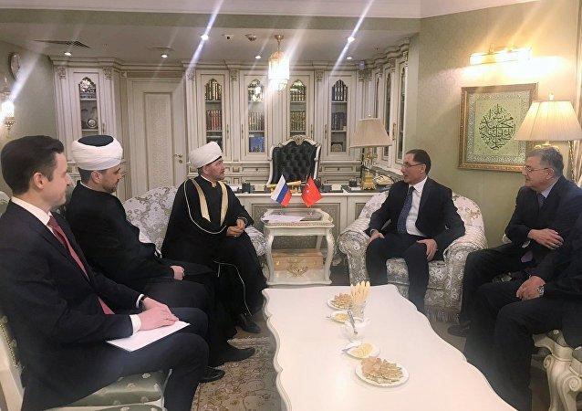 Rusya Müftüler Konseyi Başkanı Gaynutdin, Kamu Başdenetçisi Malkoç ile görüştü