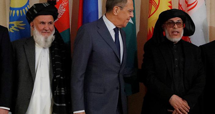 Afganistan Yüksek Barış Konseyi Başkan Yardımcısı Din Mohammad Aziz, Rusya Dışişleri Bakanı Sergey Lavrov ve Taliban'ın Katar'daki siyasi ofisi temsilcisi Şir Muhammed Abbas Stanikzay