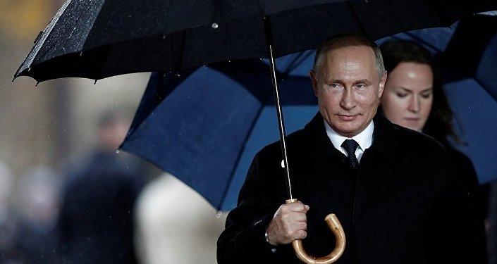 Törenler kapsamında Paris'e gelen Rusya Devlet Başkanı Vladimir Putin, Elysee Sarayı'na gitmeyerek doğrudan Zafer Takı anıtına geçti.