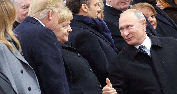 Putin, Paris'te Trump'la kısa bir görüşme yaptığını doğruladı