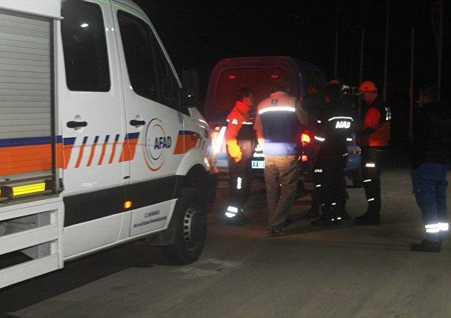 Balıkesir'in Ayvalık ilçesi yakınlarında uçak düştüğü yönünde sosyal medya paylaşımları üzerine başlatılan arama ve kurtarma çalışmaları devam etti.