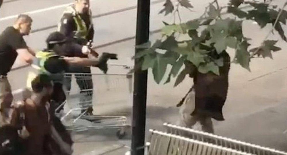 Bıçaklı saldırganı market arabasıyla engelleyen evsize yardım yağıyor
