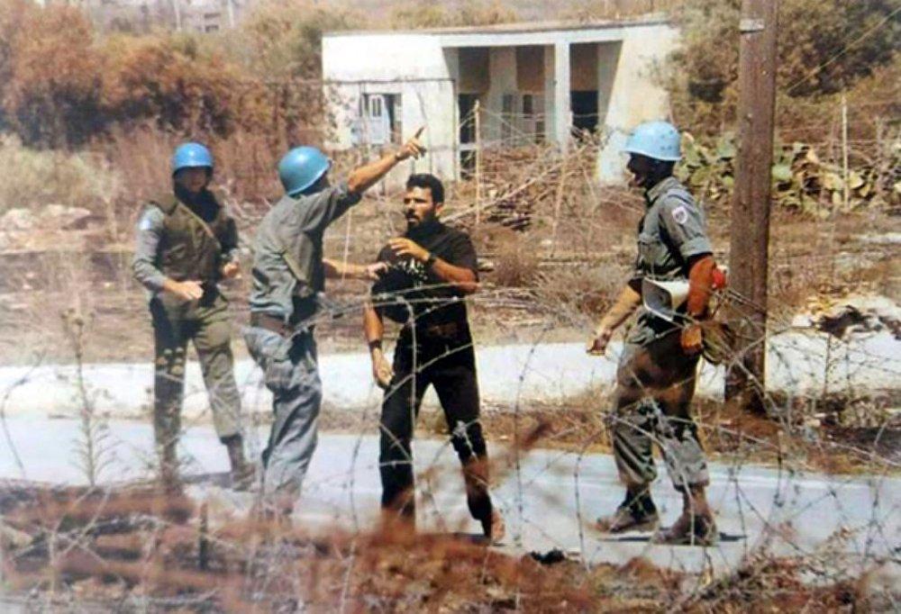 Rum eylemci Solomos Solumu, 1996 yılında Kuzey Kıbrıs tarafına doğru sınırı delmeye çalışmış, bölgedeki askerlerin uyarılarını dinlememisti. Sınırdaki Türk bayrağını indirmeye çalışan Solumu, vurularak öldürülmüştü.