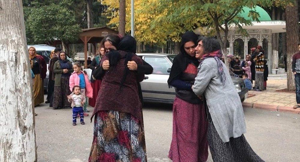 Gaziantep'in Şehitkamil ilçesinde bir kişi, imam nikahıyla birlikte yaşadığı Sebiha Sepil'i (20) pompalı tüfekle öldürdü. Sepil'in yakınları adli tıp kurumu önünde gözyaşı döktü.