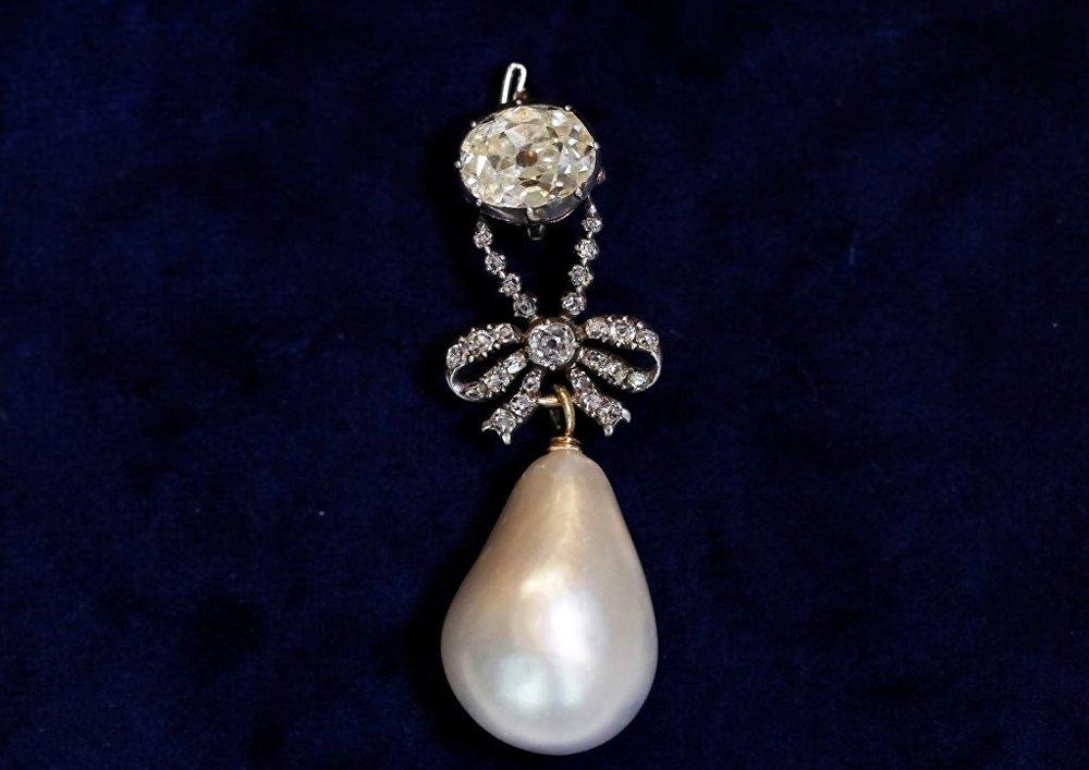 Fransa'nın son kraliçesi Marie Antoinette'e ait 'inci ve elmas' kolye