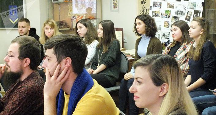 İlber Ortaylı'nın dersine katılan öğrenciler.