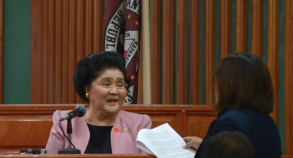 Dikta rejimi kuran Ferdinand Marcos'un yolsuzluktan suçlu bulunan eşi Imelda Marcos